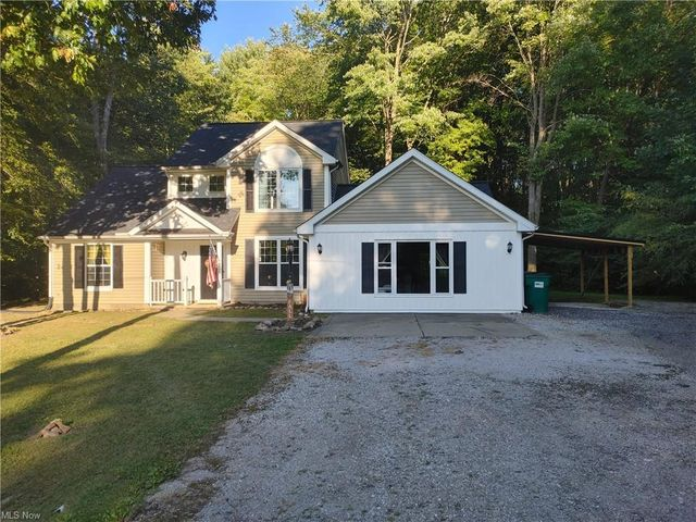 Listing photo 1 for 2095 S Park Ln