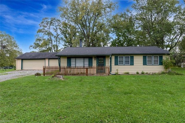 Property photo 1 featured at 9336 Mount Vernon Dr, Streetsboro, OH 44241