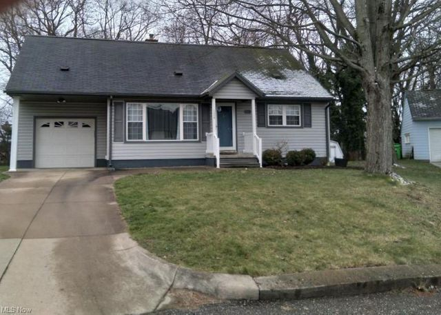 124 Far View Dr SW, North Canton, 44720, OH - photo 0