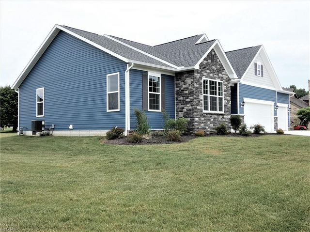Listing photo 1 for 298 Fairway Dr