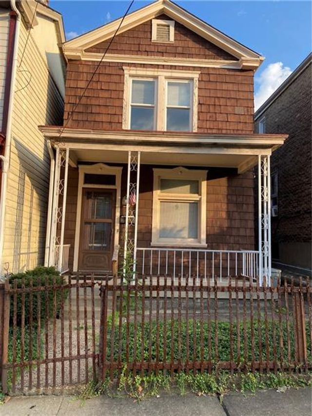 Listing photo 1 for 222 E 16th Ave