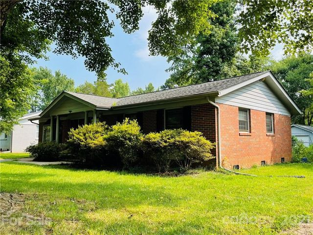 Listing photo 1 for 4308 Winedale Ln