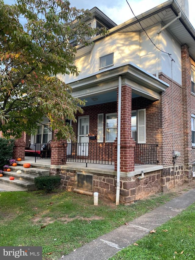 Listing photo 1 for 234 S Hanover