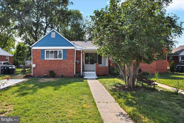 Listing photo 1 for 6639 23rd Pl