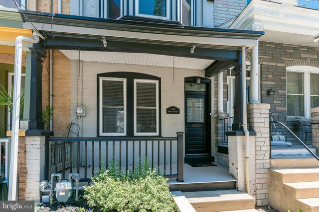 Listing photo 1 for 245 N Lime St