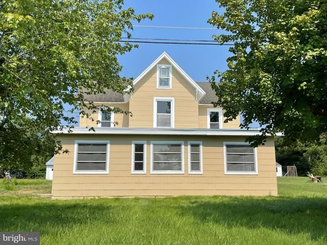 Listing photo 1 for 34756 Railroad Ave