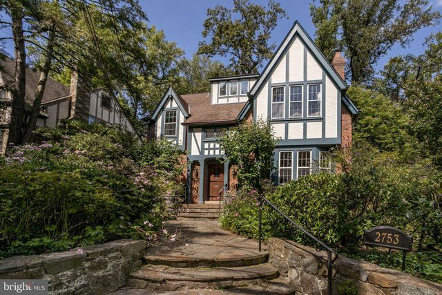 Listing photo 1 for 2753 Brandywine St NW