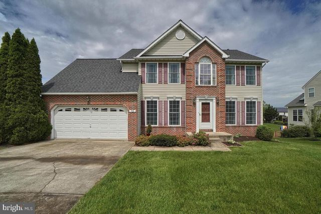 Listing photo 1 for 908 Summer Sweet Ln