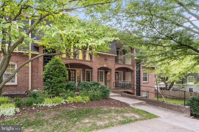 Listing photo 1 for 8110 Colony Point Rd Unit 220
