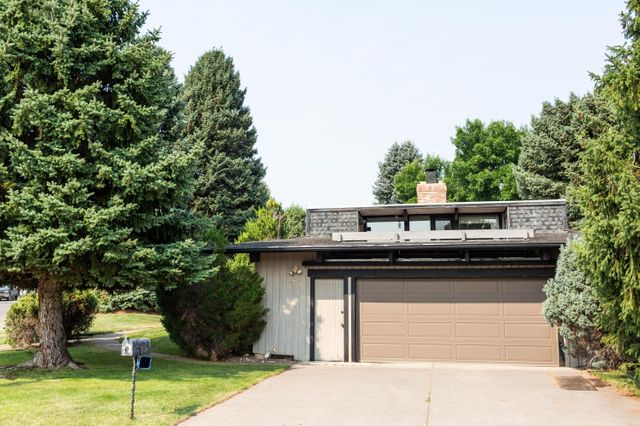 Listing photo 1 for 2746 Dawn Dr