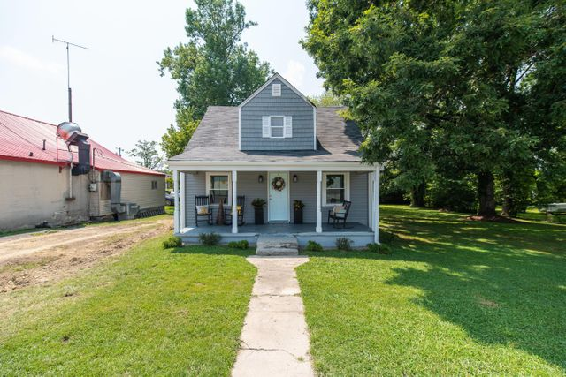 Listing photo 1 for 125 S Sipple St