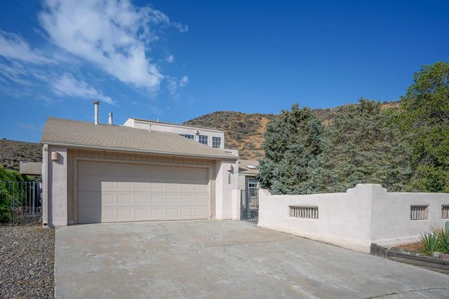 Listing photo 1 for 7040 Snapdragon Rd NW