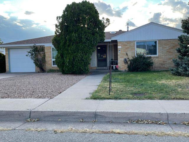 Listing photo 1 for 2933 Arizona Pl NE