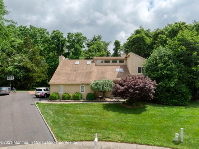 Listing photo 1 for 853 Holly Berry Ln
