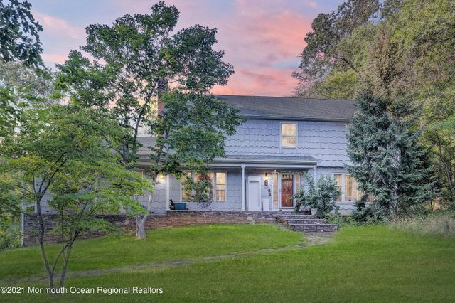 Listing photo 1 for 318 Sweetmans Ln