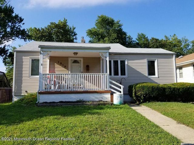 Listing photo 1 for 1513 7th Ave