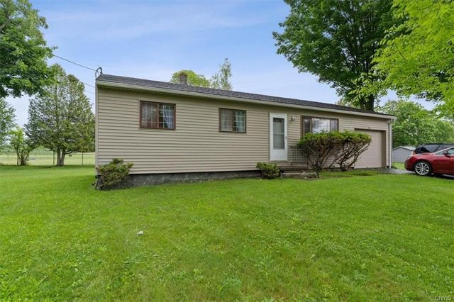 Listing photo 1 for 475 Fairview Dr