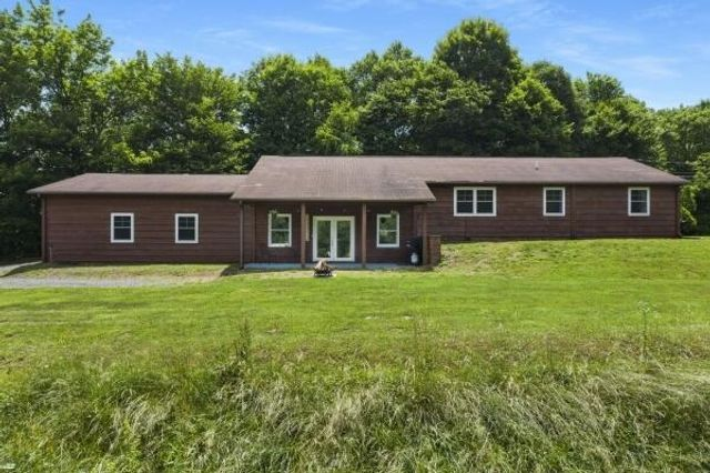 Listing photo 1 for 775 Pine Orchard Rd
