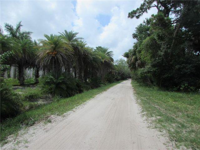 Listing photo 1 for 15670 Bahama Way