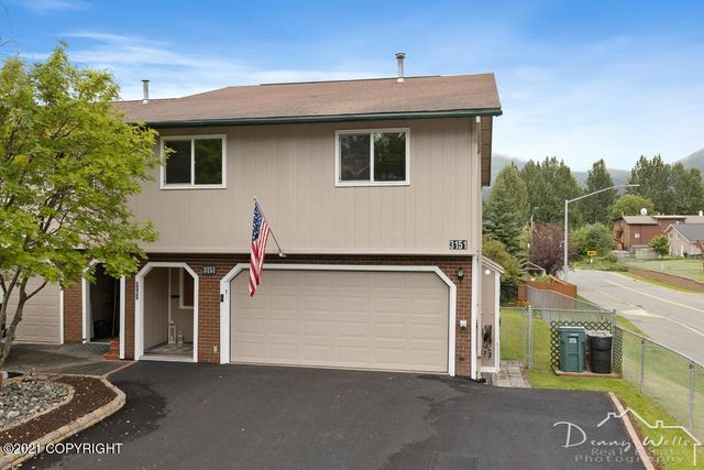 Listing photo 1 for 3151 Brookview St