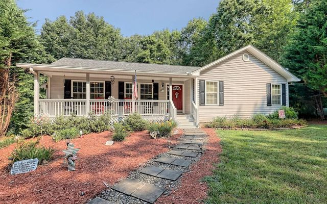 Property photo 1 featured at 465 Ironwood Ln, Blue Ridge, GA 30513