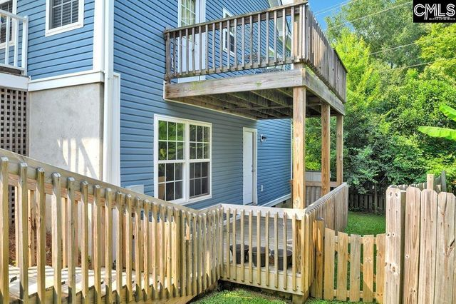 Listing photo 1 for 153 River Valley Dr