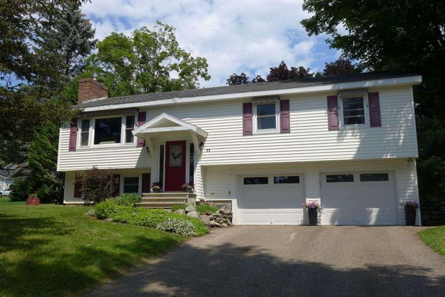 Listing photo 1 for 11 Oak Hill Rd