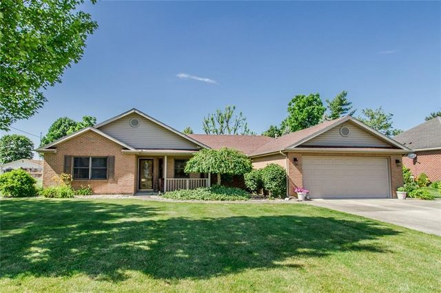 Listing photo 1 for 15 Edgewood Dr