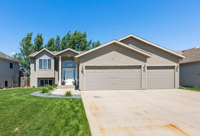 Listing photo 1 for 886 16th Ave W