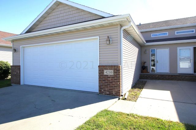 Listing photo 1 for 4210 52nd St S