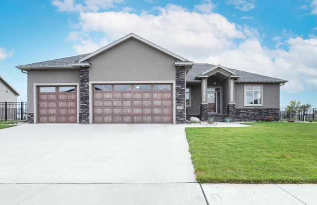 Listing photo 1 for 1029 49th Ter W