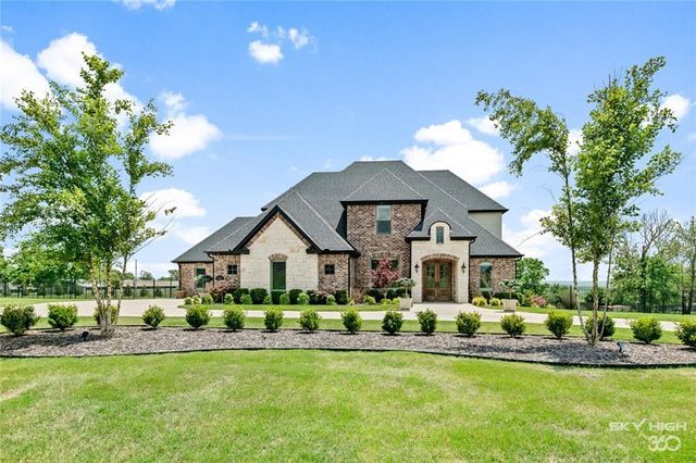 Listing photo 1 for 4636 Champagne Dr