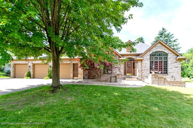 Listing photo 1 for 2825 Shadow Wood Drive Drive